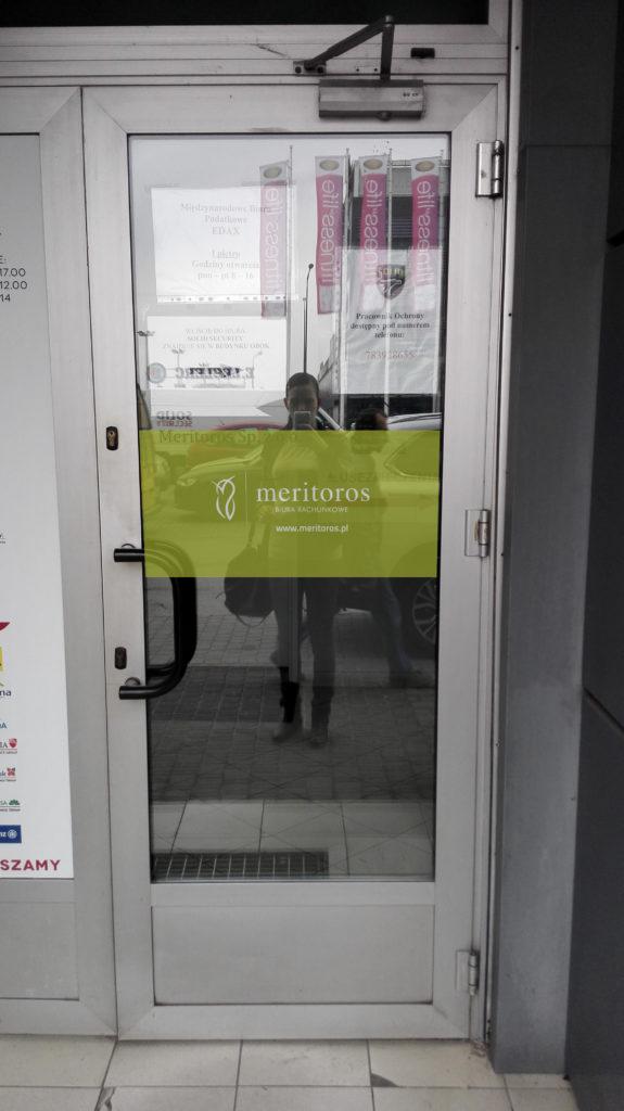 reklama na drzwiach - projektowanie graficzne rzeszów - agencja marketingowa concrea